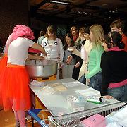 NLD/Huizen/20060412 - Actie voor vluchtelingen Stichting ZOA Erfgooierscollege Huizen
