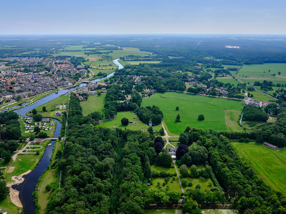 Nederland, Overijssel, Gemeente Ommen; 21–06-2020; overzicht Ommen, in de streek Salland en gelegen aan de Overijsselse Vecht. Landgoed Het Laer in de voorgrond.<br /> Overview Ommen, in the Salland region and located near the Overijsselse Vecht.<br /> luchtfoto (toeslag op standaard tarieven);<br /> aerial photo (additional fee required)<br /> copyright © 2020 foto/photo Siebe Swart