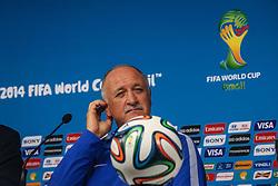 O técnico Luiz Felipe Scolari durante a coletiva de imprensa no Estádio Arena Corinthians, em São Paulo, SP. A seleção enfrenta a Croácia na abertura da Copa do Mundo 2014. FOTO: Jefferson Bernardes