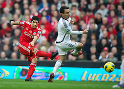 05.11.2011, Anfield Stadion, Liverpool, ENG, Premier League, FC Liverpool vs Swansea City, im Bild Liverpool's Luis Alberto Suarez Diaz in action against Swansea City  // during the premier league match between FC Liverpool vs Swansea City at Anfield Stadium, Liverpool, EnG on 05/11/2011. EXPA Pictures © 2011, PhotoCredit: EXPA/ Propaganda Photo/ David Rawcliff +++++ ATTENTION - OUT OF ENGLAND/GBR+++++