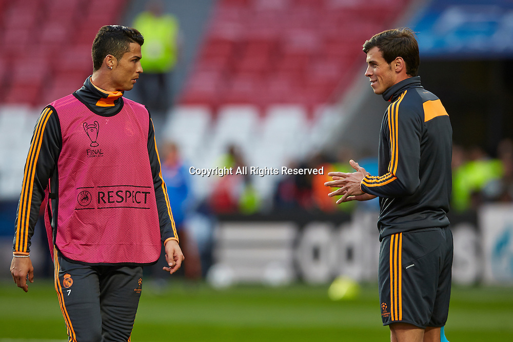23.05.2014, Lisbon, Portugal  Midfielder Cristiano Ronaldo of Real Madrid shares a joke with Gareth Bale of Real Madrid during the Real Madrid training session prior to the UEFA Champions League final between Real Madrid and Atletico Madrid at Sport Lisboa e Benfica Stadium, Lisbon, Portugal