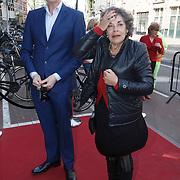 NLD/Amsterdam/20150412 - Inloop premiere The Sunshine Boys, Arthur Japin en Hanneke Groenteman