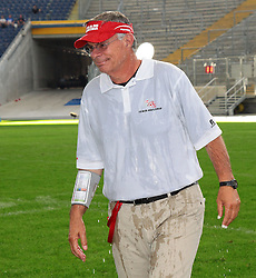 31.07.2010, Commerzbank Arena, Frankfurt, GER, Football EM 2010, Game for Place 3, Team Sweden vs Team Austria, im Bild Rick Rhoades, (Team Austria, Headcoach) wurde von seinen Spielern geduscht,  EXPA Pictures © 2010, PhotoCredit: EXPA/ T. Haumer / SPORTIDA PHOTO AGENCY
