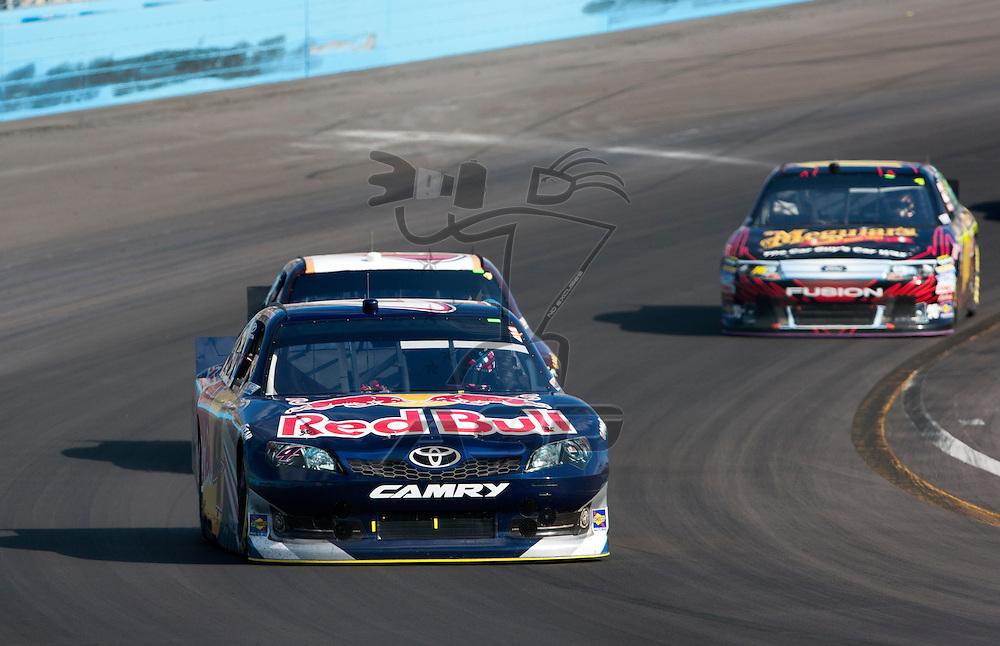 Avondale, AZ - NOV 13, 2011:  Kasey Kahne (4) races for the Kobalt Tools 500 race at the Phoenix International Raceway in Avondale, AZ.