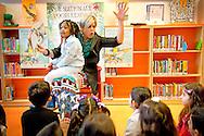 DELFT - Prinses Laurentien leest voor uit Krrrr...okodil! op basisschool De Horizon. De prinses is een van de BNers die op kinderdagverblijven, crèches, basisscholen en openbare bibliotheken hun opwachting maken tijdens Het Nationale Voorleesontbijt. COPYRIGHT ROBIN UTRECHT