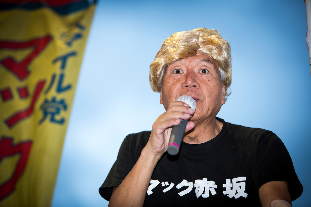 TOKYO, JAPAN - JULY 20 : Mac Akasaka real name Makoto Tonami, is a Japanese businessman and political activist from Smile Party he founded, delivers his campaign speech while wearing Donald Trump looking wig during the July 31 Tokyo gubernatorial election in Shinjuku, Tokyo, Japan on Wednesday, July 20, 2016.   (Photo: Richard Atrero de Guzman/NUR Photo)