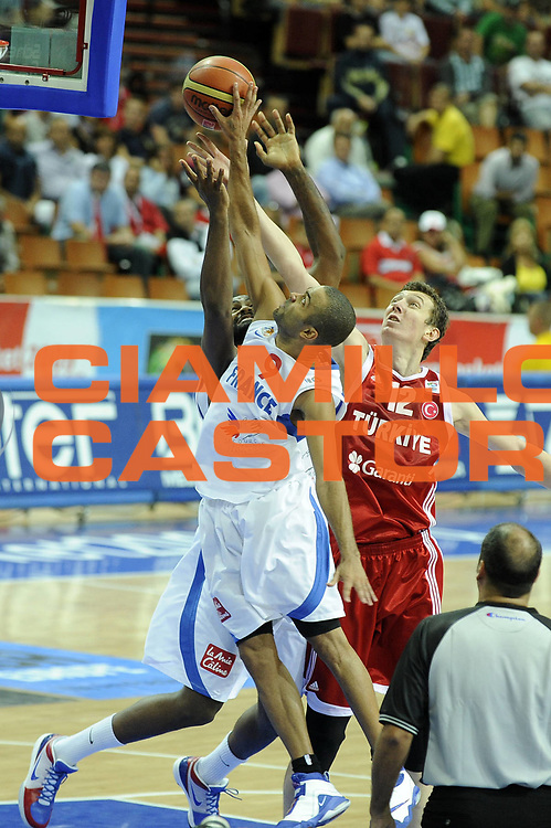 DESCRIZIONE : Katowice Poland Polonia Eurobasket Men 2009 Semifinal 5-8 place Francia France Turchia Turkey <br /> GIOCATORE : Tony Parker<br /> SQUADRA : Francia France<br /> EVENTO : Eurobasket Men 2009<br /> GARA : Francia France Turchia Turkey <br /> DATA : 19/09/2009 <br /> CATEGORIA :<br /> SPORT : Pallacanestro <br /> AUTORE : Agenzia Ciamillo-Castoria/G.Ciamillo<br /> Galleria : Eurobasket Men 2009 <br /> Fotonotizia : Katowice  Poland Polonia Eurobasket Men 2009 Semifinal 5-8 place Francia France Turchia Turkey <br /> Predefinita :