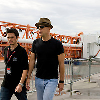 "Bruce Willis (C) heads out to sound check with his band ""The Bruce Willis Blues Band"" before the Netflix Live On Location concert and movie series at the Kennedy Space Center Visitors Complex in Cape Canaveral, Florida August 2, 2007. REUTERS/Scott Audette (UNITED STATES)"