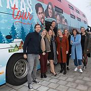 NLD/Amsterdam/20191216 - Q-christmas tour rijdt door Nederland, Marieke Elsinga, Menno Barreveld en Mattie Valk voor de bus samen met een aantal geselecteerde luisteraars die hun dierbaren gaan verassen
