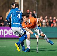 BLOEMENDAAL  - Tim Swaen (Bldaal) neemt strafcorner. links uitloper Jip Janssen (Kampong)   . Bloemendaal-Kampong (2-1).  hoofdklasse hockey mannen.   COPYRIGHT KOEN SUYK
