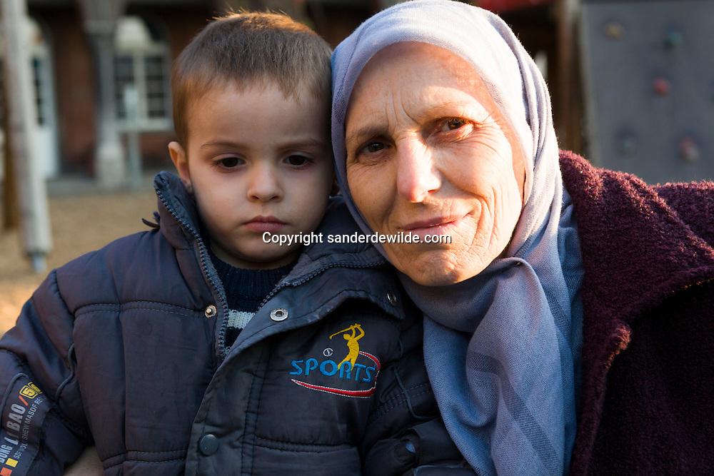 Brussel 11-11-2011 Fedasil opvang in Klein Kasteeltje asielzoekers bestaat 25 jaar.Mevrouw Kryezin, moslima uit Kosovo, past op haar kleinzoon