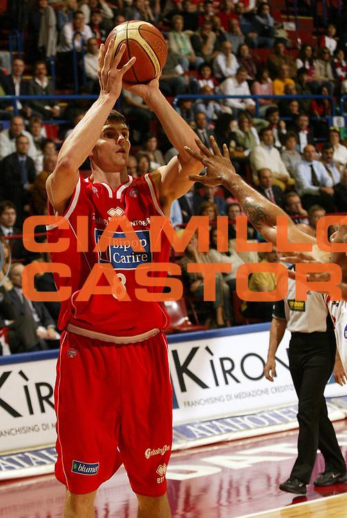DESCRIZIONE : Milano Lega A1 2005-06 Armani Jeans Olimpia Milano Bipop Carire Reggio Emilia <br /> GIOCATORE : Ortner<br /> SQUADRA : Bipop Carire Reggio Emilia <br /> EVENTO : Campionato Lega A1 2005-2006 <br /> GARA : Armani Jeans Olimpia Milano Bipop Carire Reggio Emilia <br /> DATA : 04/05/2006 <br /> CATEGORIA : Tiro<br /> SPORT : Pallacanestro <br /> AUTORE : Agenzia Ciamillo-Castoria/E.Pozzo