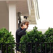 """NLD/Bussum/20060923 - Vriendin van """" Gouden Kooi """" deelnemer Stephan op hun balkon"""