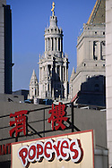 New York. the municipality building art deco, in front a chinese restaurant in Chinatown New york  Usa /   le municipal building - les buildings art deco de la mairie de new york, davant  un restaurant chinois dans Chinatown