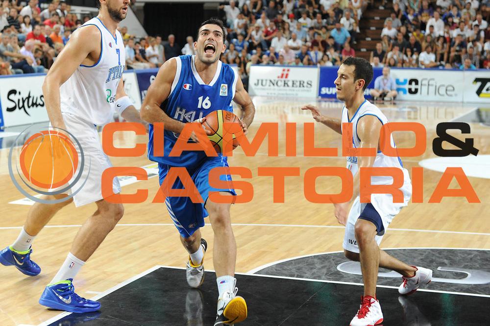 DESCRIZIONE : Rimini Trofeo Tassoni Italia Greece Italy Grecia<br /> GIOCATORE : Kostas Sloukas<br /> CATEGORIA : palleggio<br /> SQUADRA : Grecia<br /> EVENTO : Trofeo Tassoni<br /> GARA : Italia Greece Italy Grecia<br /> DATA : 14/08/2011<br /> SPORT : Pallacanestro<br /> AUTORE : Agenzia Ciamillo-Castoria/GiulioCiamillo<br /> Galleria : Fip Nazionali 2011 <br /> Fotonotizia : Rimini Trofeo Tassoni Italia Greece Italy Grecia<br /> Predefinita :