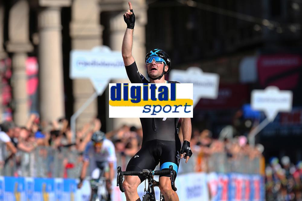 Arrival / VIVIANI Elia (ITA) winner  during the Giro d'Italia 2015, Stage 2, Albenga - Genova (173 km), on May 10, 2015. Photo Tim de Waele / DPPI