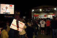 13 SEP 2005, POTSDAM/GERMANY:<br /> Gerhard Schroeder, SPD, Bundeskanzler, auf der Buehne und einer Grossbildleinwand, waehrend einer Wahlkampfveranstaltung zu Bundestagswahl, Lustgarten<br /> IMAGE: 20050913-02-028<br /> KEYWORDS: Gerhard Schröder, Wahlkampf, speech, rede, Übersicht, Uebersicht