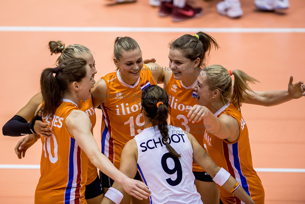 22-08-2017 NED: World Qualifications Netherlands - Greece, Rotterdam<br /> De Nederlandse volleybalsters zijn het kwalificatietoernooi voor het WK van volgend jaar in Japan begonnen met een simpele overwinning. In Rotterdam werd volleybaldwerg Griekenland met 3-0 verslagen: 25-13, 25-13, 25-18 / Lonneke Sloetjes #10 of Netherlands, Nika Daalderop #19 of Netherlands, Yvon Belien #3 of Netherlands, Maret Balkestein-Grothues #6 of Netherlands