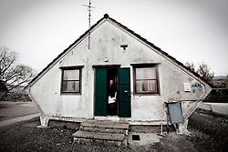 Potenza (PZ), 23-11-2010 ITALY - Il quartiere Bucaletto. Bucaletto è un quartiere popolare della periferia est di Potenza. Fu progettato all'indomani del terremoto dell'Irpinia del 23 novembre 1980, per risolvere i problemi delle famiglie sfollate a causa dei crolli di alcune abitazioni della città, difatti è caratterizzato dalla presenza di abitazioni singole, in prefabbricati..Nella Foto:  La signora Annamaria e suo marito Vito, vivono da 22 anni in un piccolo prefabbricato in cemento armato pieno di muffa e umidità..