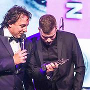NLD/Amsterdam/20150202 - Edison Awards 2015, Marco Borsato en Gers Pardoel nemen een Award in ontvangst