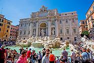 ROME - toerist , toeristen in Rome , vaticaan , coloseum , vaticaanstad , vaticaan. museum , oude gebouwen , romeinen , pantheon , trevifontein , selfie , mobiel , roaming , buitenland  bellen. , gratis , robin utrecht