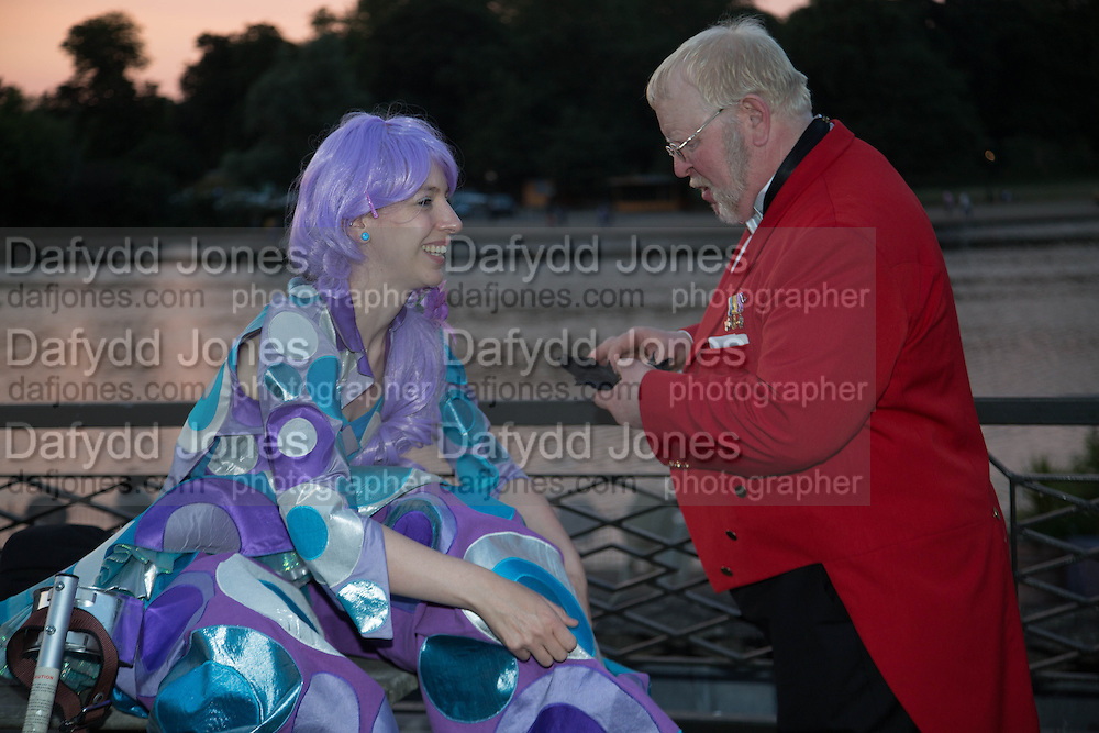 PERDITA ROBBINS; ALAN MYATT; TOWN CRIER,  CHARLES FINCH'S CHUCS SWIMATHON 2013, SERPENTINE, Hyde Park, London. 4 July 2013.