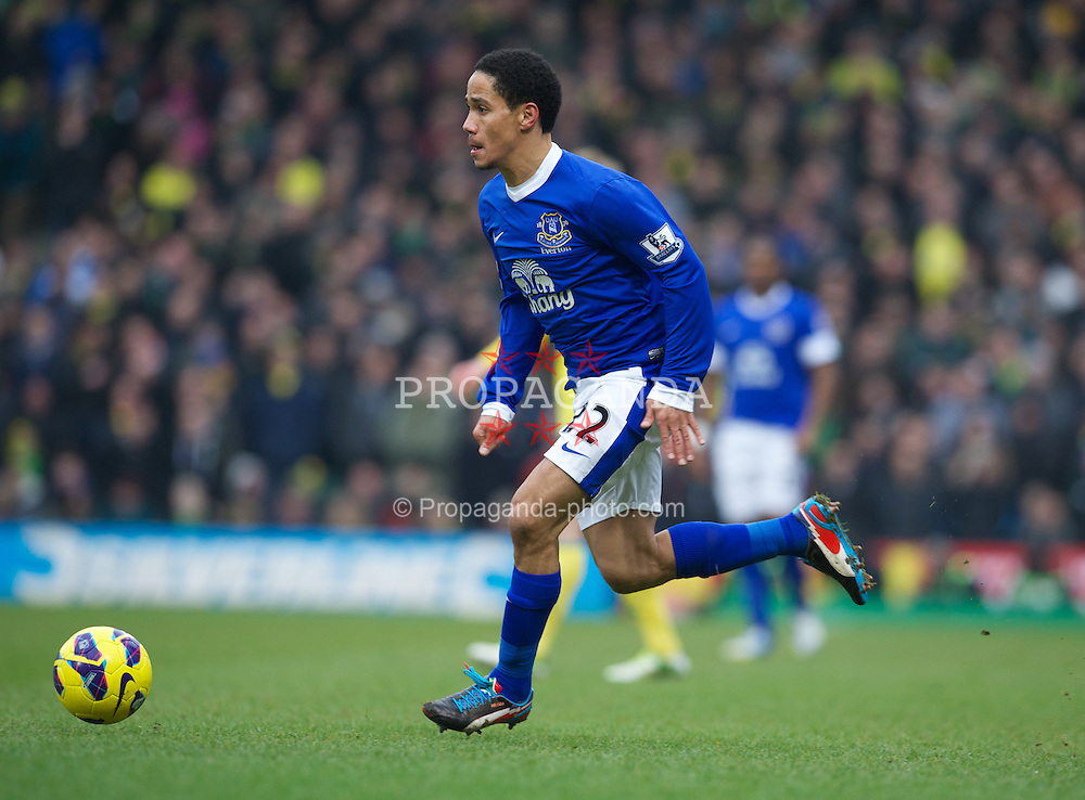 NORWICH, ENGLAND - Saturday, February 23, 2013: Everton's Steven Pienaar in action against Norwich City during the Premiership match at Carrow Road. (Pic by David Rawcliffe/Propaganda)