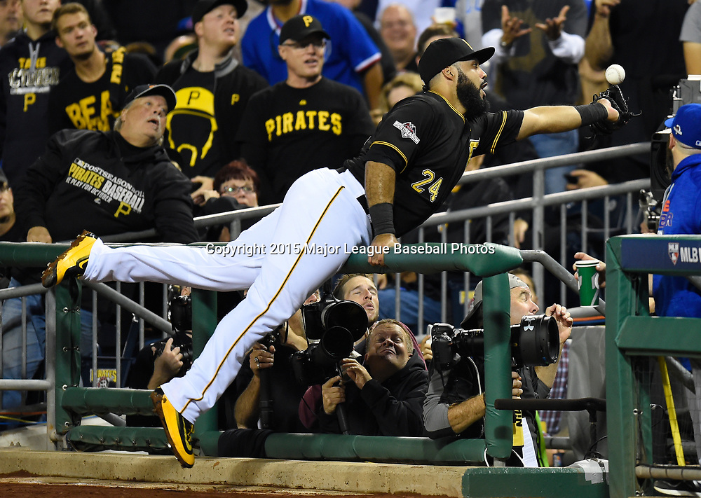 PITTSBURGH, PA - OCTOBER 7:  Pedro Alvarez #24 of the Pittsburgh Pirates can't make a catch on a foul ball during the National League Wild Card Game against the Chicago Cubs on Wednesday, October 7, 2015 at PNC Park in Pittsburgh, Pennsylvania. (Photo by Joe Sargent/MLB Photos via Getty Images) *** Local Caption *** Pedro Alvarez