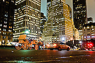 horse cars, Grand army plaza and fifth avenue, and Crowne building  New York, Manhattan - United states  NYC56997 /// caleches sur Grand army plaza et la cinquieme avenue, et le Crowne building dore  Manhattan, New York - Etats-unis  /// NYC 059CPL10