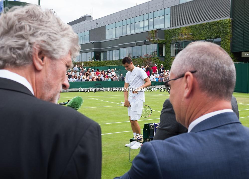 Wimbledon Feature,Supervisor Wayne McEwen und Brian Earley beobachten BERNARD TOMIC (AUS) auf Court 14<br /> <br /> Tennis - Wimbledon 2017 - Grand Slam ITF / ATP / WTA -  AELTC - London -  - Great Britain  - 4 July 2017.