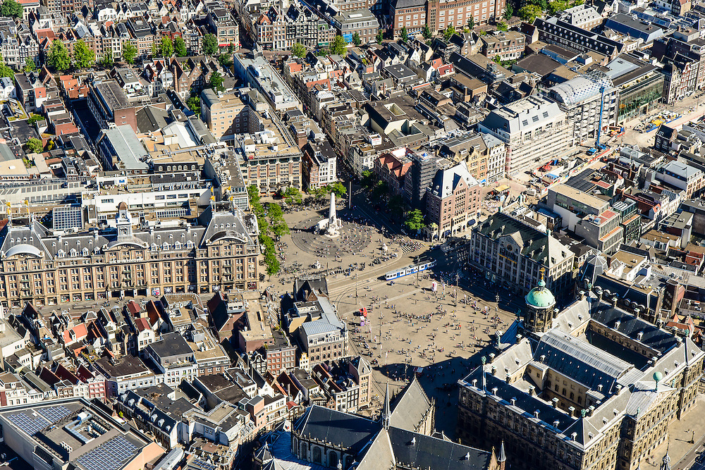 Nederland, Noord-Holland, Amsterdam, 01-08-2016; centrum Amsterdam met Dam, Nationaal Monument en Koninklijk Paleis. Bijenkorf aan het Damrak, Rokin.<br /> <br /> Dam Square and Royal Palace<br /> luchtfoto (toeslag op standard tarieven);<br /> aerial photo (additional fee required);<br /> copyright foto/photo Siebe Swart