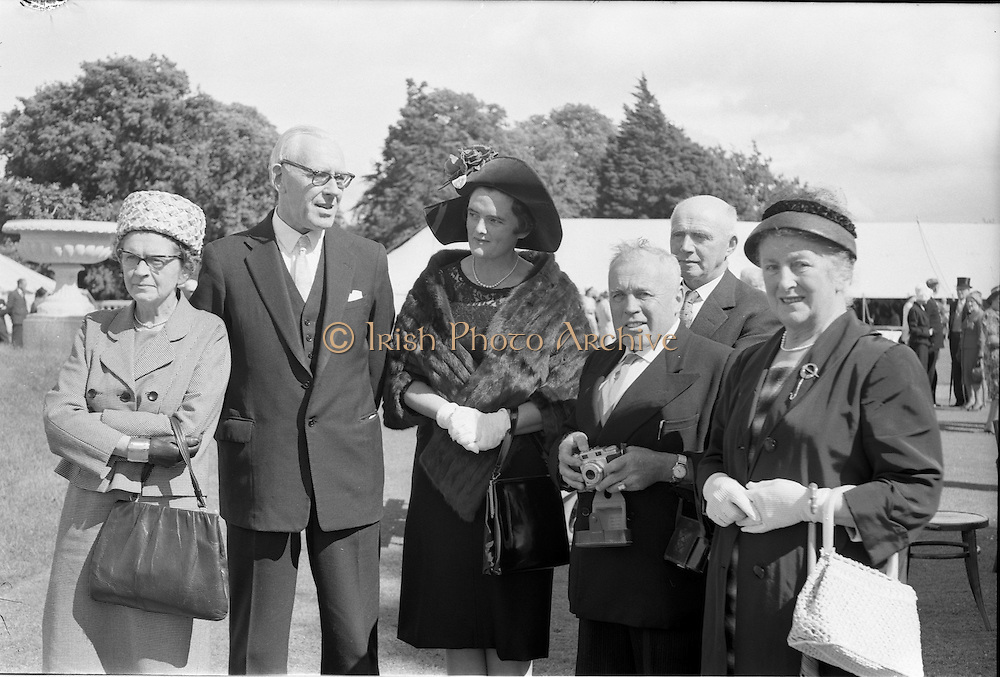 21/07/1962<br /> 07/21/ 1962<br /> 21 July 1962<br /> Cardinal Michael Browne's Garden Party at Aras an Uachtarain, Dublin. Amongst the guests were (l-r): Mrs and Dr Seamus Fitzgerald; Mrs and Senator Sean Healy and Major and Mrs Florence O'Donoghue who travelled from Cork for the Party.