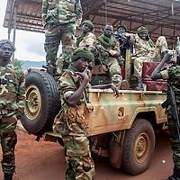 02/10/2013. Bangui. Republique Centrafricaine. Opération de désarmement de la FOMAC dans les quartiers de Bangui. Des éléments tchadiens de la ex-seleka participent aussi aux missions. On peut voir quelques enfants-soldats dans leur rangs. @Sylvain Cherkaoui/Cosmos