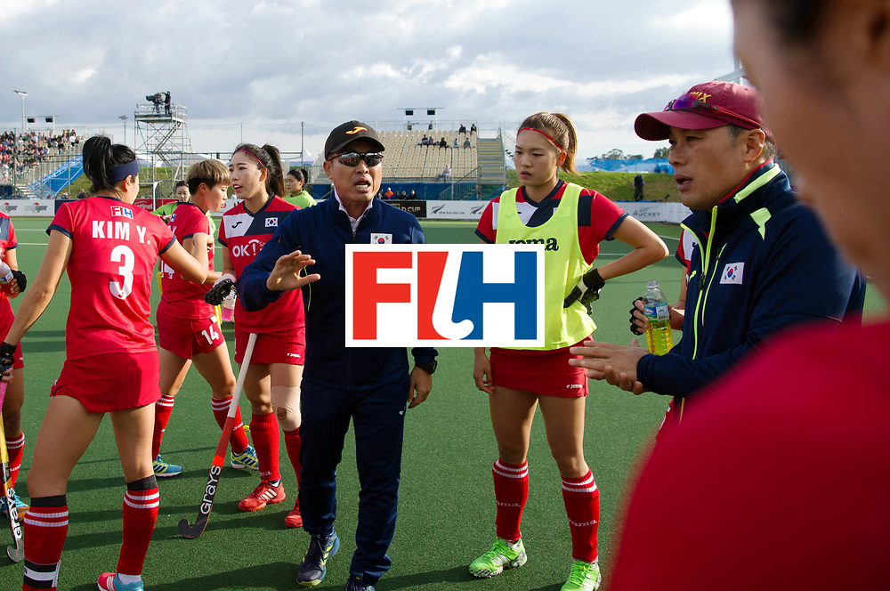 AUCKLAND - Sentinel Hockey World League final women<br /> Match id 10291<br /> USA v KOR (Pool A)<br /> Foto:  Korea coach in the break.<br /> WORLDSPORTPICS COPYRIGHT FRANK UIJLENBROEK