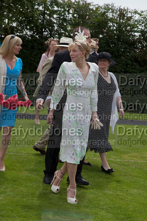 COURTNEY LOVE; IN THE PADDOCK, Glorious Goodwood. Ladies Day. 28 July 2011. <br /> <br />  , -DO NOT ARCHIVE-&copy; Copyright Photograph by Dafydd Jones. 248 Clapham Rd. London SW9 0PZ. Tel 0207 820 0771. www.dafjones.com.