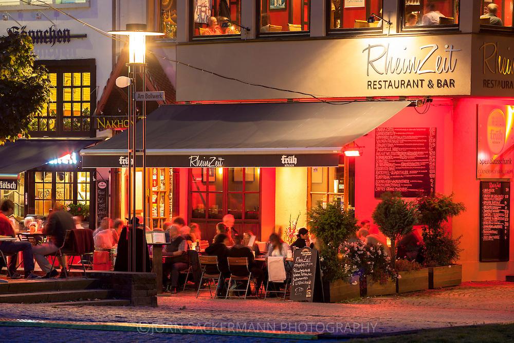 Europa, Deutschland, Koeln, Restaurant Rheinzeit am Rheingarten in der Altstadt.<br /> <br /> Europe, Germany, Cologne, restaurant Rheinzeit at the banks of the river Rhine in the historic center.