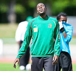 21.05.2010, Dolomitenstadion, Lienz, AUT, WM Vorbereitung, Kamerun Training im Bild Mohamadou Idrissou, Angriff, Nationalteam Kamerun (SC Freiburg), EXPA Pictures © 2010, PhotoCredit: EXPA/ J. Feichter / SPORTIDA PHOTO AGENCY