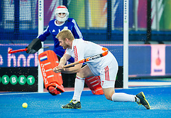 England's Ashley Jackson lines up a shot against Jaap Stockmann. England v Netherlands  - Unibet EuroHockey Championships, Lee Valley Hockey & Tennis Centre, London, UK on 23 August 2015. Photo: Simon Parker