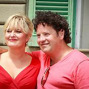 ITA/Lucca /20130521 - Presenttie Cast film De Toscaanse Bruiloft, Martine Sandifort, Dirk Jan Zeelenberg