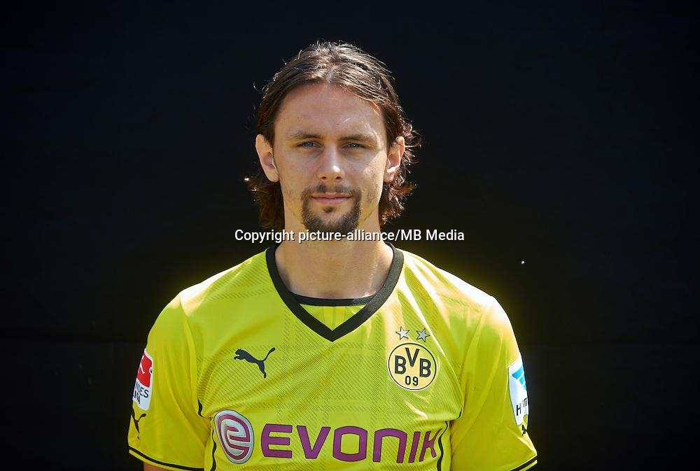 Borussia Dortmunds Neven Subotic, aufgenommen am 09.07.2013 auf dem BVB-Trainingsgelände in Dortmund (Nordrhein-Westfalen) während des offiziellen Fototermins für die Saison 2013/2014. Foto: Bernd Thissen/dpa
