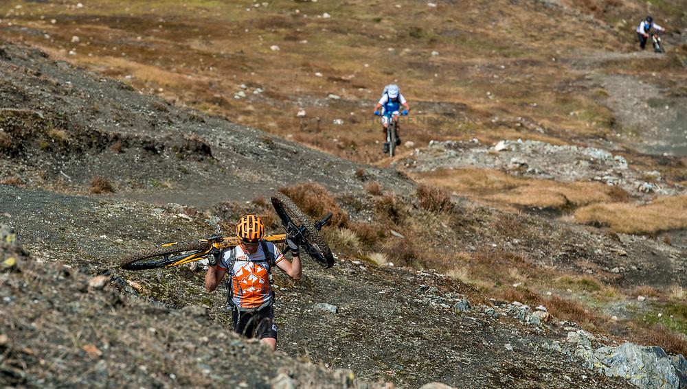 15-09-2017 ITA: BvdGF Tour du Mont Blanc day 6, Courmayeur <br /> We starten met een dalende tendens waarbij veel uitdagende paden worden verreden. Om op het dak van deze Tour te komen, de Grand Col Ferret 2537 m., staat ons een pittige klim (lopend) te wachten. Na een welverdiende afdaling bereiken we het Italiaanse bergstadje Courmayeur. Machiel, Alberto