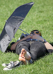© under license to London News Pictures.  .06/04/2011 Londoners enjoy the sunshine in Green Park. The sun was too hot for some people..Photo credit should read Craig Shepheard / London News Pictures