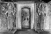 The Dambadeniya Rajamaha Vihara. Entrance to shrine room