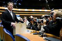 Nederland. Den Haag, 18 september 2007.<br /> Prinsjesdag. Minister Bos voor de eerste maal met het koffertje in de tweede kamer.<br /> Foto Martijn Beekman <br /> NIET VOOR TROUW, AD, TELEGRAAF, NRC EN HET PAROOL