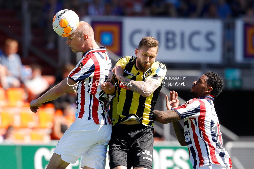 *Thomas Bruns* of Vitesse, *Tim Matavz* of Vitesse, *Giliano Wijnaldum* of Willem II