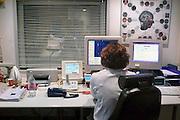 Nederland, Nijmegen, 6-12-2007Een röntgenlaborant van het CWZ ziekenhuis is bezig met het maken van een mri-scan.Foto: Flip Franssen