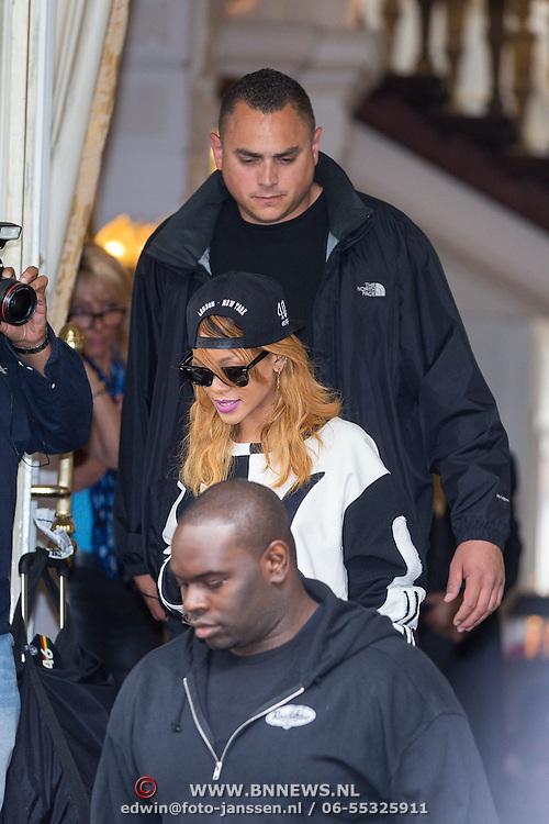NLD/Amsterdam/20130623 - Rihanna verlaat hair hotel om naar hair concert the gaan  - American singer Rihanna leaves her hotel to go to her concert in Amsterdam