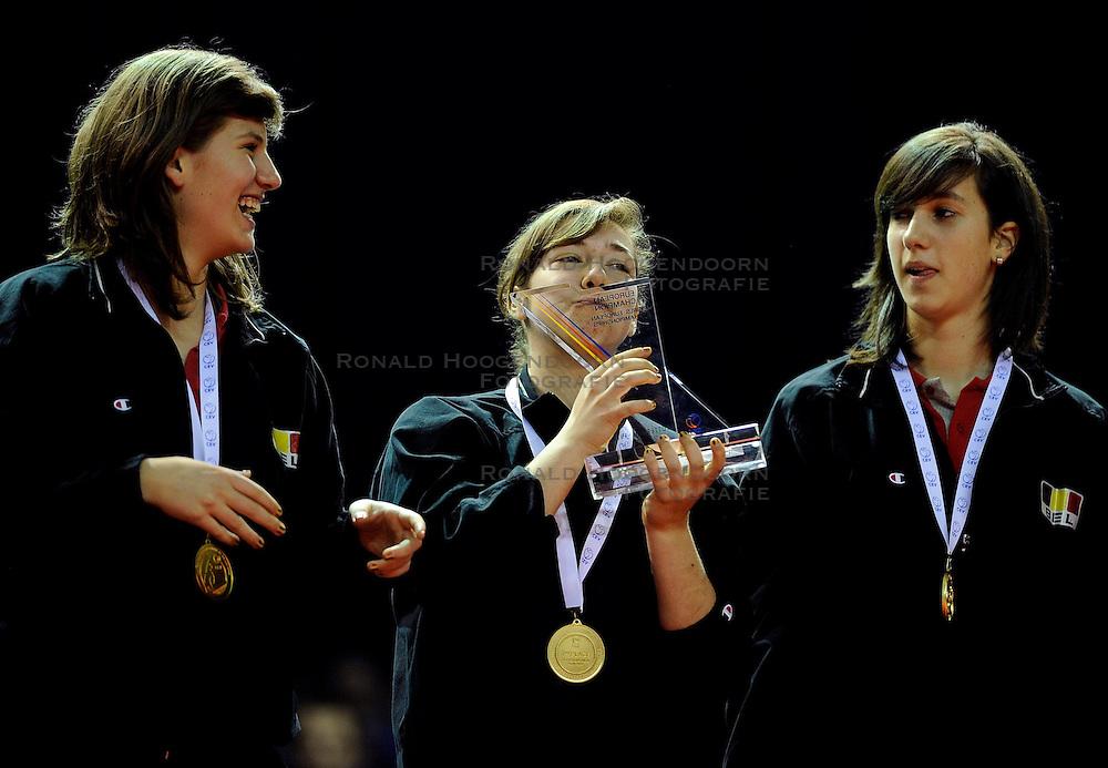 09-04-2009 VOLLEYBAL: EK JEUGD PRIJSUITREIKING: ROTTERDAM <br /> De Belgische meisjes pakken de gouden medaille <br /> &copy;2009-WWW.FOTOHOOGENDOORN.NL