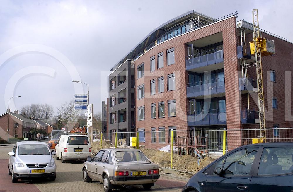 060407, hardenberg, ned,<br /> Nieuw appartementencomplex op de hoek van de Schuitestraat en de Jan Weitkamplaan met op de achtergrond <br /> fotografie frank uijlenbroek&copy;2006 michiel van de velde