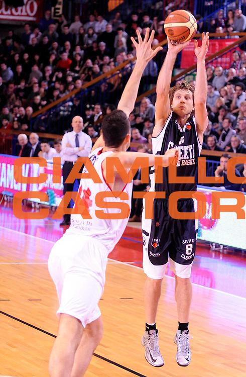DESCRIZIONE : Reggio Emilia Lega A 2012-13 Trenkwalder Reggio Emilia Juvecaserta <br /> GIOCATORE : Zygimantas Jonusas<br /> SQUADRA :  Juvecaserta <br /> EVENTO : Campionato Lega A 2012-2013<br /> GARA :  Trenkwalder Reggio Emilia Juvecaserta <br /> DATA : 13/01/2013<br /> CATEGORIA : Tiro Three Points<br /> SPORT : Pallacanestro<br /> AUTORE : Agenzia Ciamillo-Castoria/A.Giberti<br /> Galleria : Lega Basket A 2012-2013<br /> Fotonotizia : Reggio Emilia Lega A 2012-13 Trenkwalder Reggio Emilia Juvecaserta <br /> Predefinita :